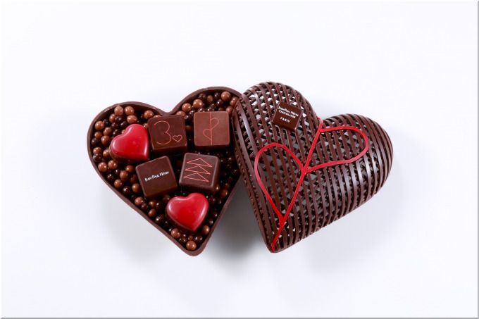 e7d537417248 世界的なショコラティエが手掛けるショコラブティック「ジャン=ポール・エヴァン」の直近の前回2018年のバレンタインチョコレートでは、新作のボンボンショコラが  ...
