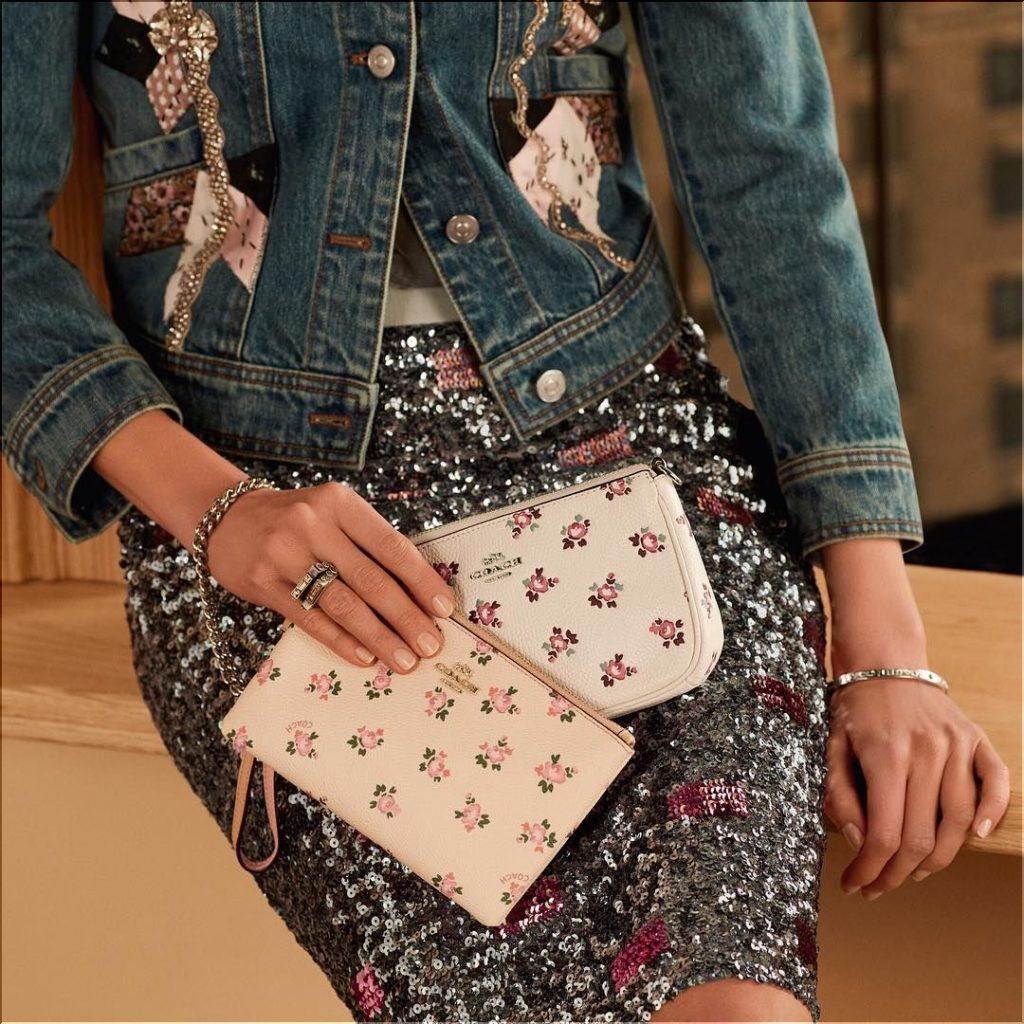 0f86bd75e9b4 数ある海外ブランドのお財布の中でも「コーチ(COACH)」のお財布は、お値段も比較的リーズナブルな事から10代、20代、30代、40代、50代、60代~と男女共に実に幅広い  ...